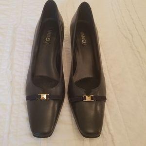 New Vaneli Navy dress shoe Size 8 slim